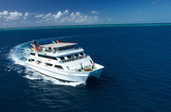 Reef-Encounter-cruising-on-the-coral-sea