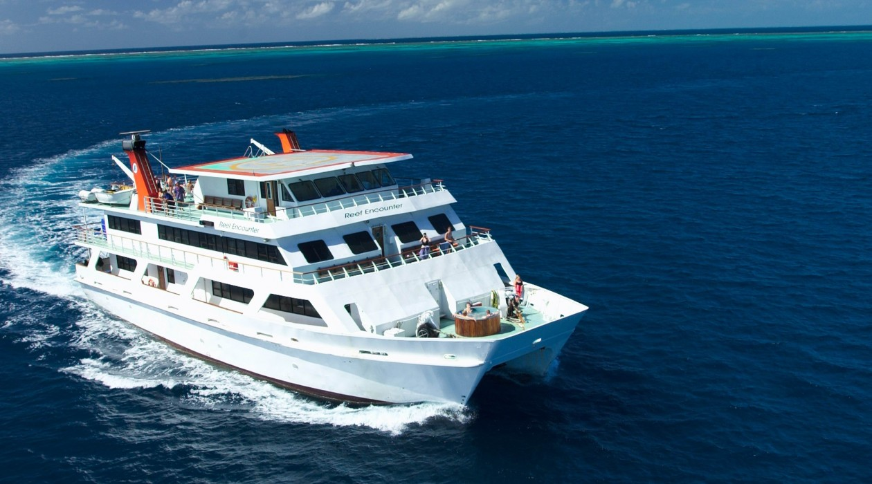 Reef-Encounter-cruising-on-the-coral-sea-1260x700-1485740960